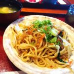 今日のお昼は沖縄そば(焼きそば版)です