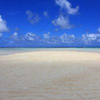 与論島百合ヶ浜。手前は日かげで奥は日なた。
