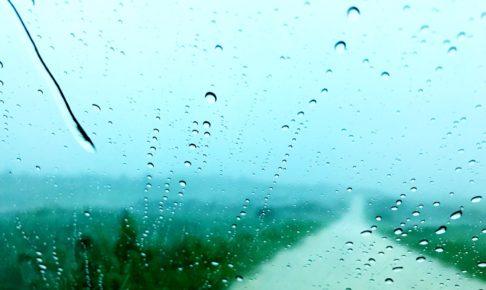 大雨で前が見えにくいです